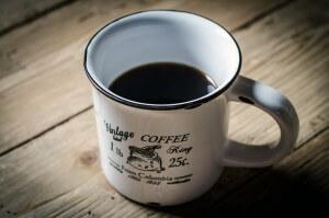 Kaffeeflecken aus dem Teppich entfernen