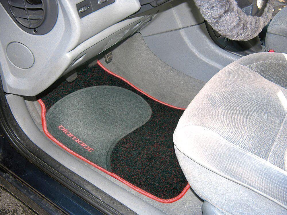 Fußboden Im Auto Reinigen ~ Anleitung autoteppich reinigen teppich reinigen